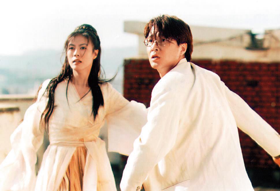 姜帝圭以自編自導的電影《銀杏樹床》,在商業與藝術取得成功,促使韓國企業投入大量資金振興本土電影。(翻攝自Daum網站)