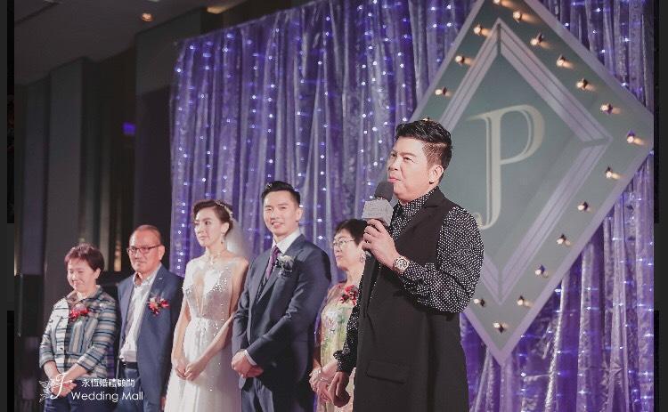 曾國城(右)替劉雨柔證婚,希望小倆口好好珍惜彼此。(永恆婚顧提供)