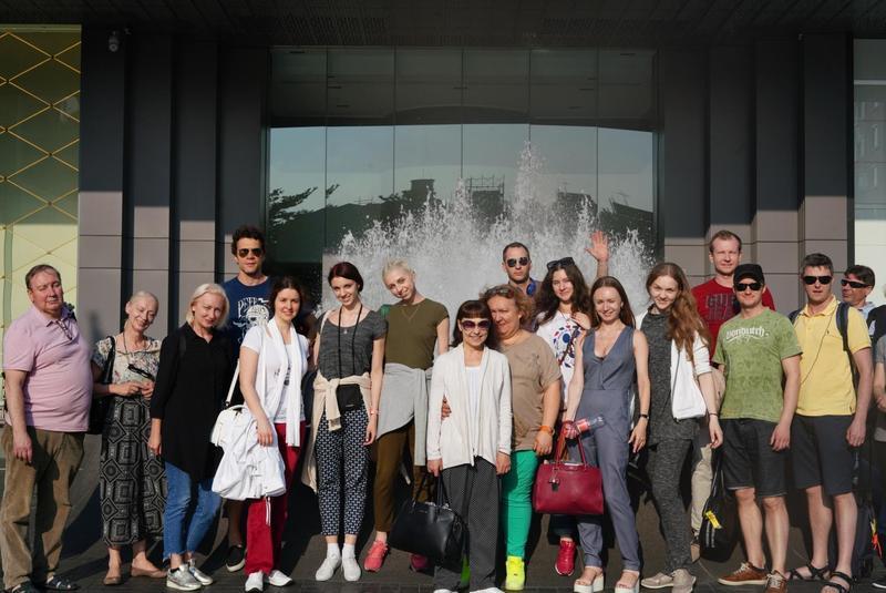 基輔國家芭蕾舞團第一批舞者與劇院工作人員3日下午抵台。(牛耳藝術提供)