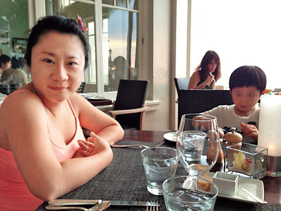 安晨妤5年前身形圓潤,臉也不似如今的瓜子臉,因此被懷疑為發片作了削骨手術。(翻攝自張邵緯臉書)