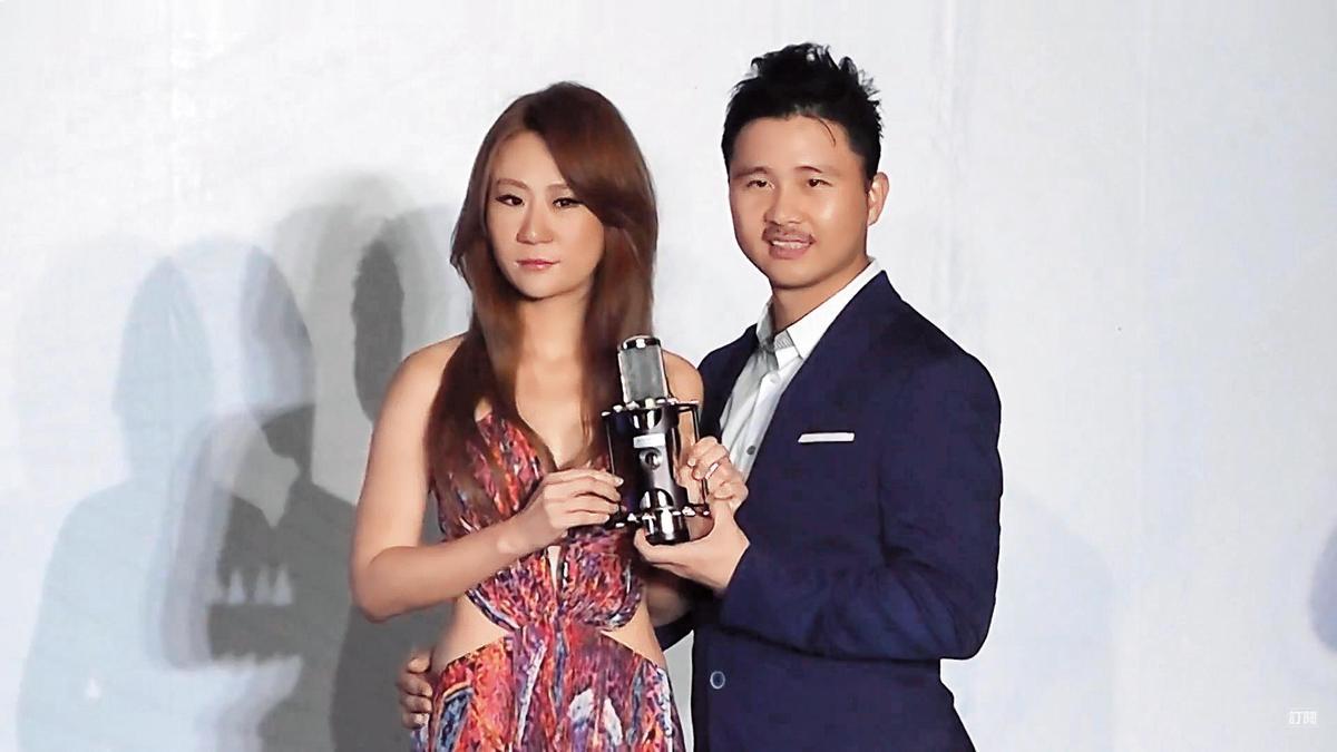 安晨妤(左)4年前發片,宣稱是元祖少東老公張劭緯(右)砸了3千萬替老婆圓歌手夢,當時兩人還在媒體前上演一齣恩愛戲碼。(大京娛樂提供)