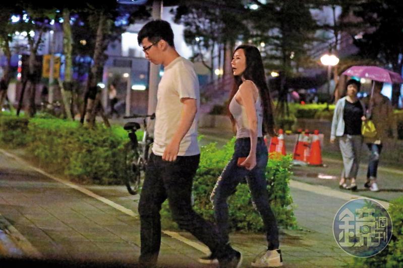安晨妤(右)會完羽球教練後,馬上就有被爆料是她小王的Kevin(左)來接她,據讀者指出,Kevin常跟她出差,還教她寫程式。