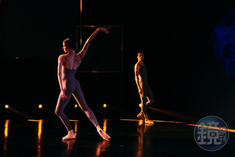 基輔國家芭蕾舞團領銜主跳的安娜塔西亞榭芙倩珂(左)和首席男舞星丹尼斯納達克,5日下午以一場雙人舞為正式表演暖身。