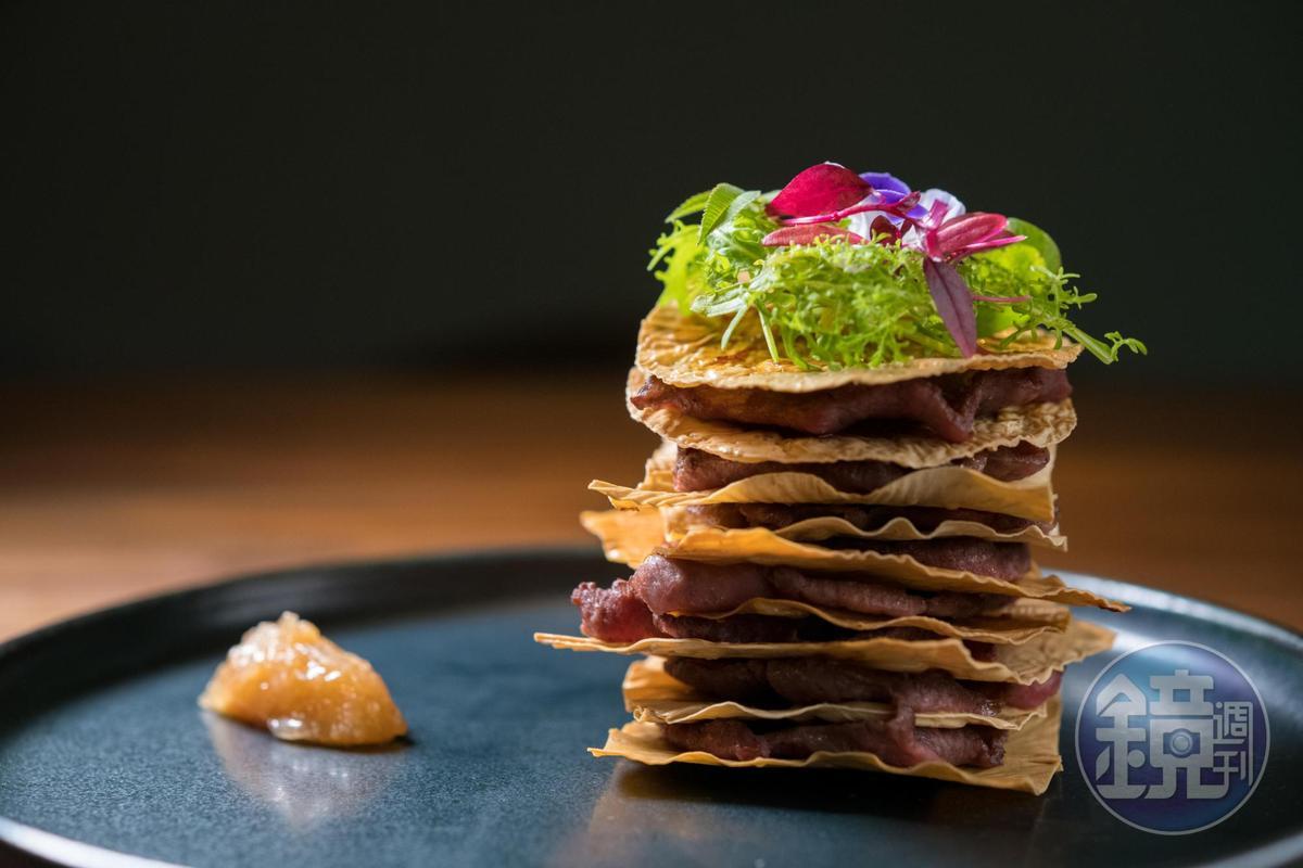 讓盤上出現台北101大樓的「牛舌101」,豆皮酥脆、牛舌彈勁濃郁,口感很有趣。(380元/份)