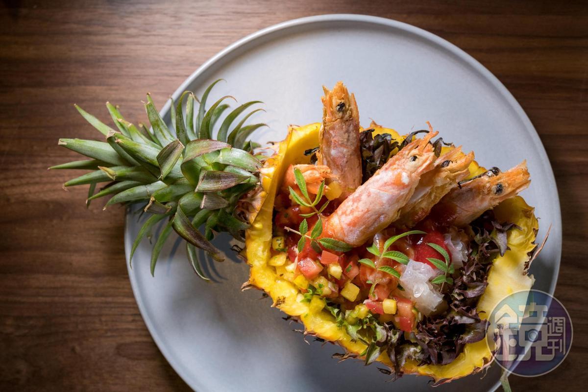 酸甜的「Yellow submarine 黃色潛水艇」,靈感來自台式辦桌菜裡氣派的糖醋大蝦。(680元/份)