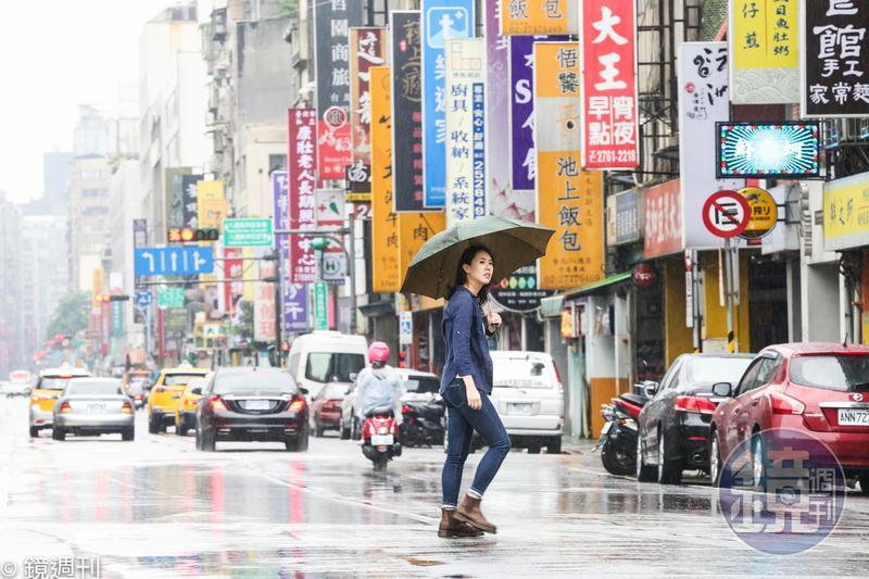 提醒民眾每日出門記得帶傘,避免下班時候被大雨困住。