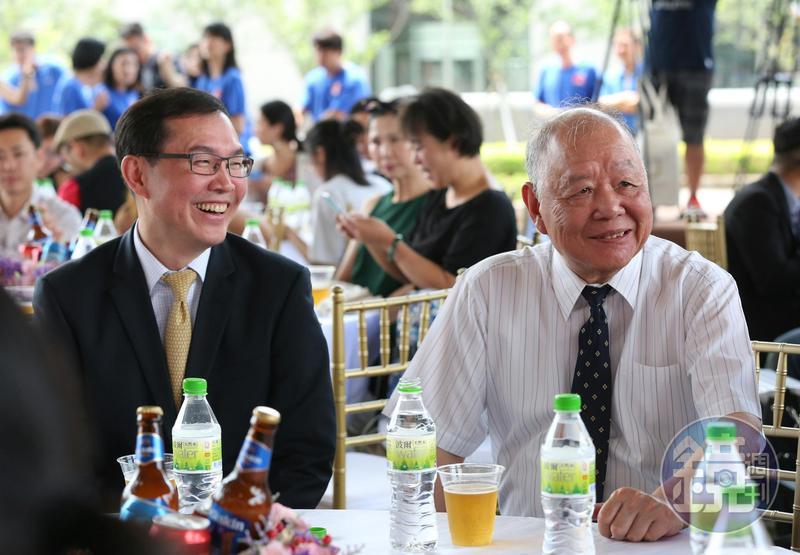 金車集團創辦人李添財(右)綽號點子大王,長子李玉鼎(左)頗有乃父之風,快狠準拓展事業版圖。