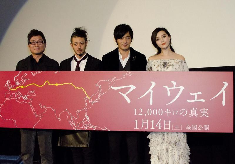 以二次世界大戰為題材的《登陸之日》,在日本盛大上映卻引發日本民眾質疑歷史考據失真,導致票房失利。(左起:姜帝圭、小田切讓、張東健、范冰冰)(東方IC)