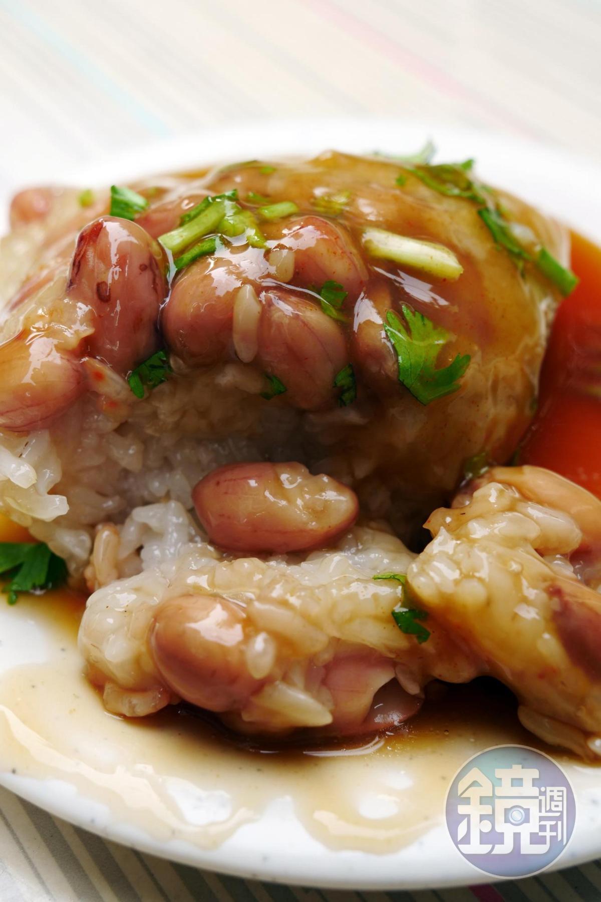 老鄭的菜粽以新米製作,質地鬆彈卻依然粒粒分明。
