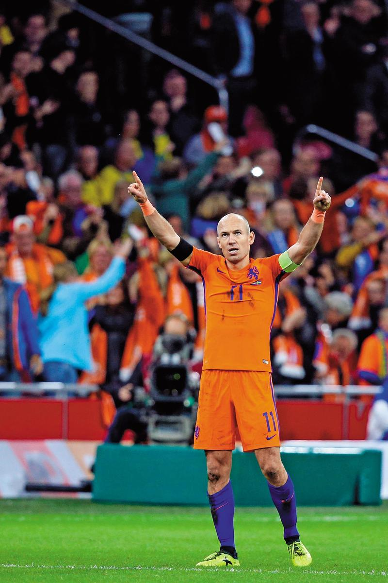 「荷蘭飛毛腿」羅本2015年接下隊長一職,無奈隊友青黃不接。(東方IC)