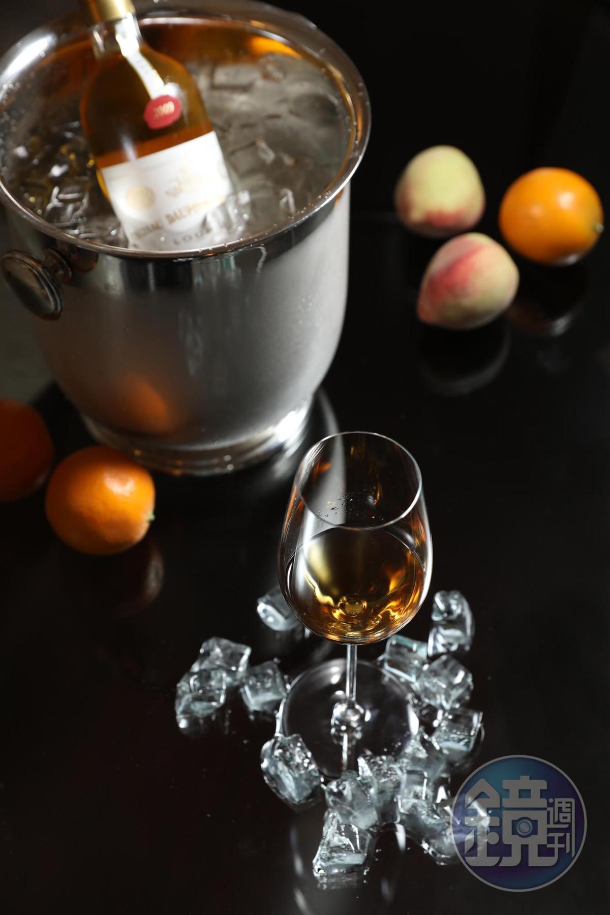 甜點酒「 Cuvée d'Or du Château Dauphiné-Rondillon Loupiac」,帶有濃郁柑橘醬甜味,為餐酒會帶來有力道的甜蜜收尾。(25,000元客座餐酒套餐酒款)