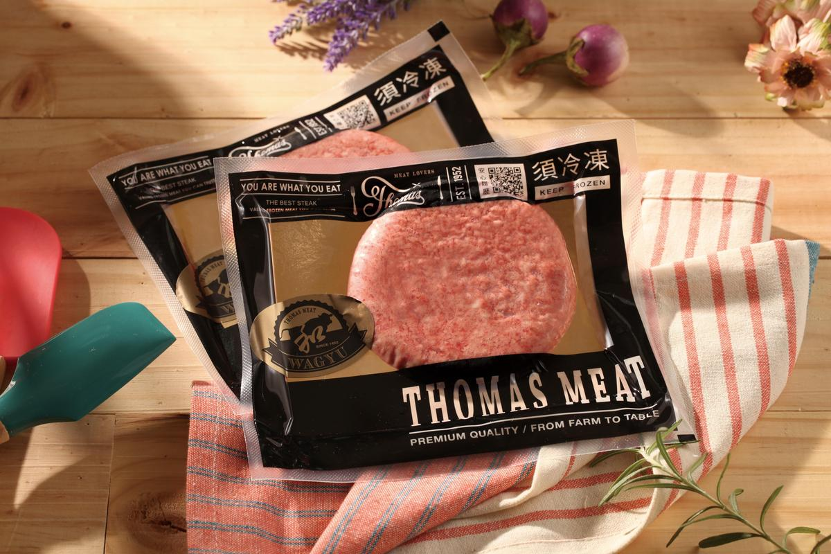「黑鑽和牛漢堡排 (穀飼純牛肉)」,不須解凍,可以立即煎熟,方便省時即能做出豪邁漢堡。(湯瑪仕肉舖提供)