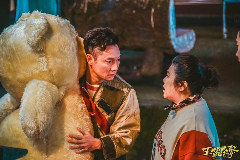 徐磊一心想再見「童雅容」,現實卻只有林美秀飾演的「佟雅容」,2個雅容南轅北轍,讓徐磊大呼崩潰。(奧瑪優勢提供)