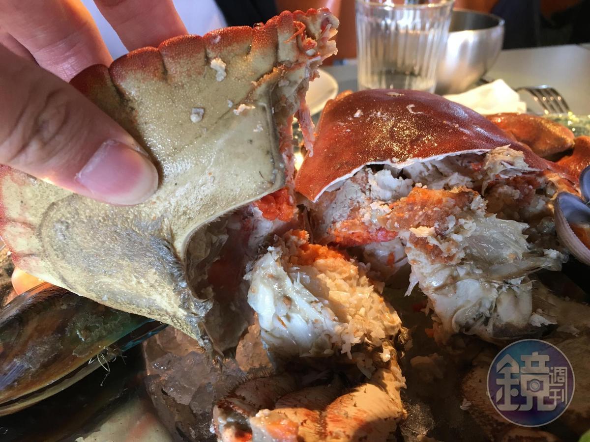 麵包蟹的蟹膏金黃飽滿。