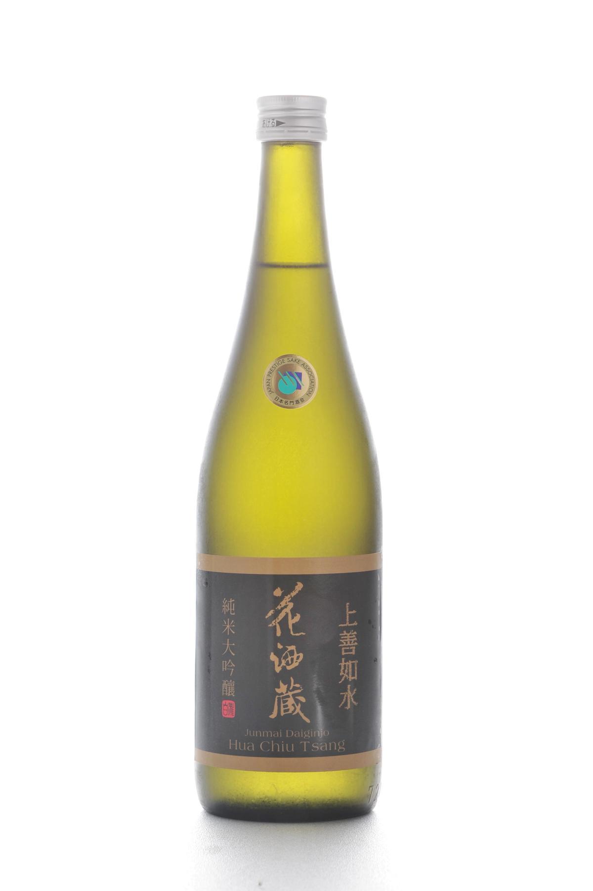 「花酒蔵純米大吟釀」酒體厚實、清香,和生蠔特別搭。(3,000元/瓶,圖片由花酒蔵餐飲集團提供)