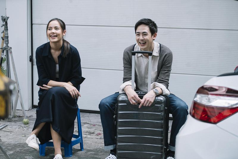 《把哥哥退貨可以嗎》在泰國票房超越《模犯生》,片中主角2PM尼坤、國民女神烏拉薩雅斯帕邦德等人將來台宣傳。(CatchPlay提供)