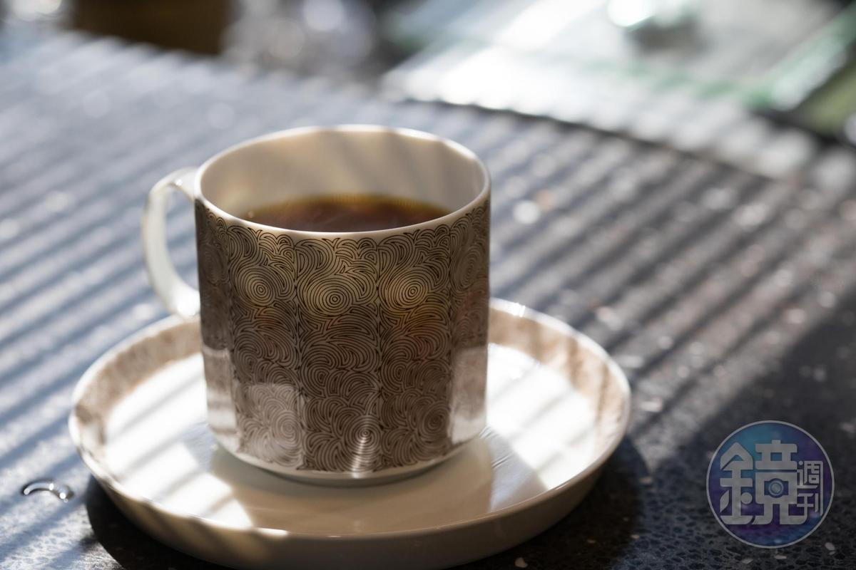 這一杯單品咖啡從豆子到沖煮都很講究,味覺不平凡。(200元起/杯)