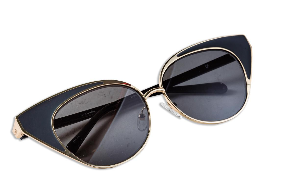 N°21 x Linda Farrow 貓眼造型墨鏡。NT$9,980