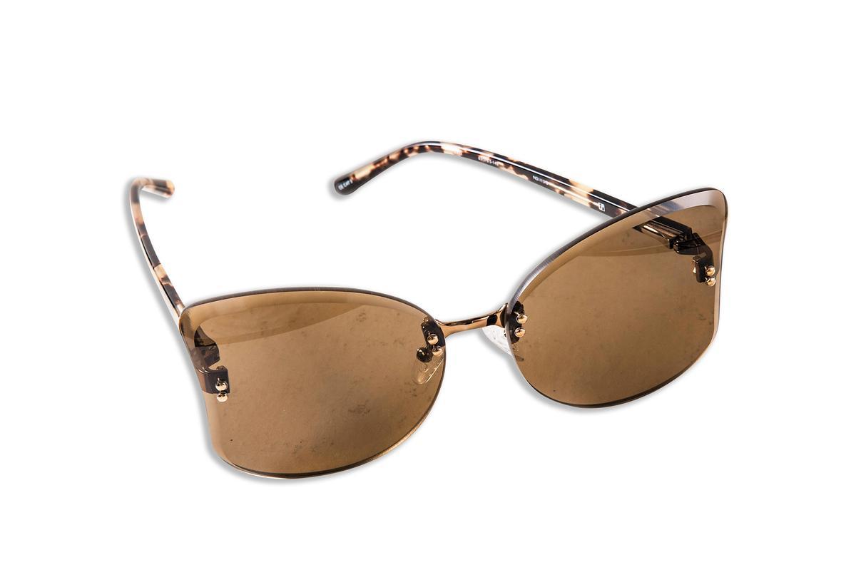 N°21 x Linda Farrow貓眼造型墨鏡。NT$11,380