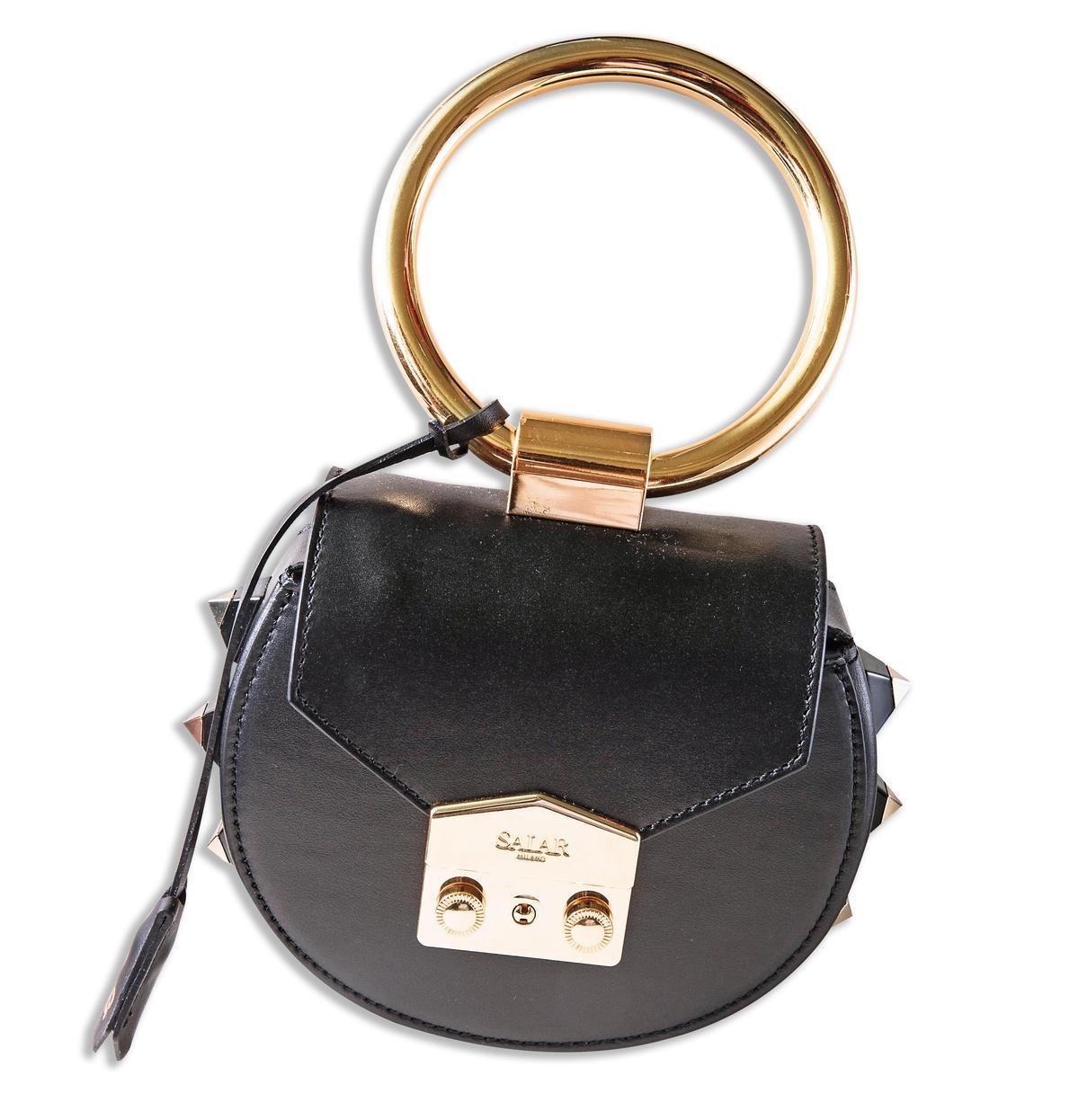 SALAR金屬手環包包。NT$18,880