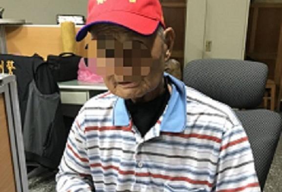 張姓老藥頭被警方識破敲窗密碼,人贓俱獲被捕。(警方提供)