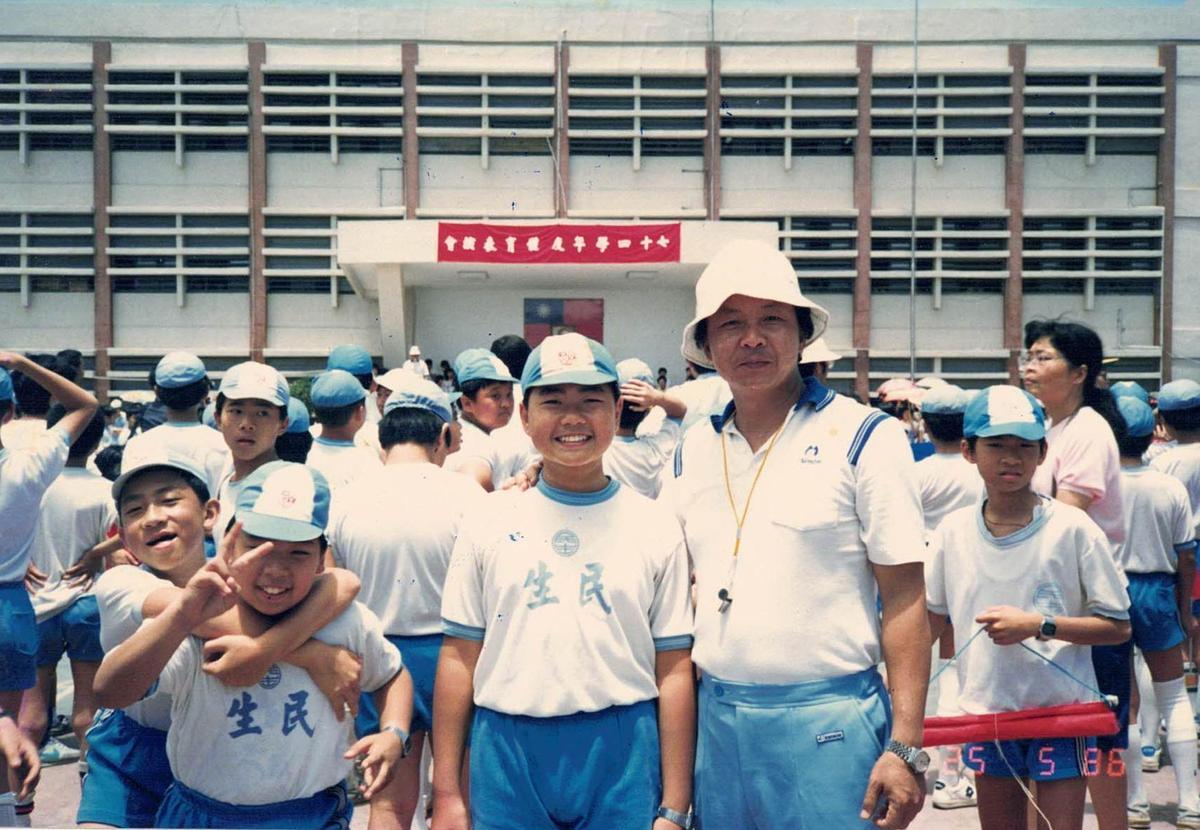 陳智夫在台北市民生國小任教近20年,曾擔任體育組長與班級導師。(陳智夫提供)