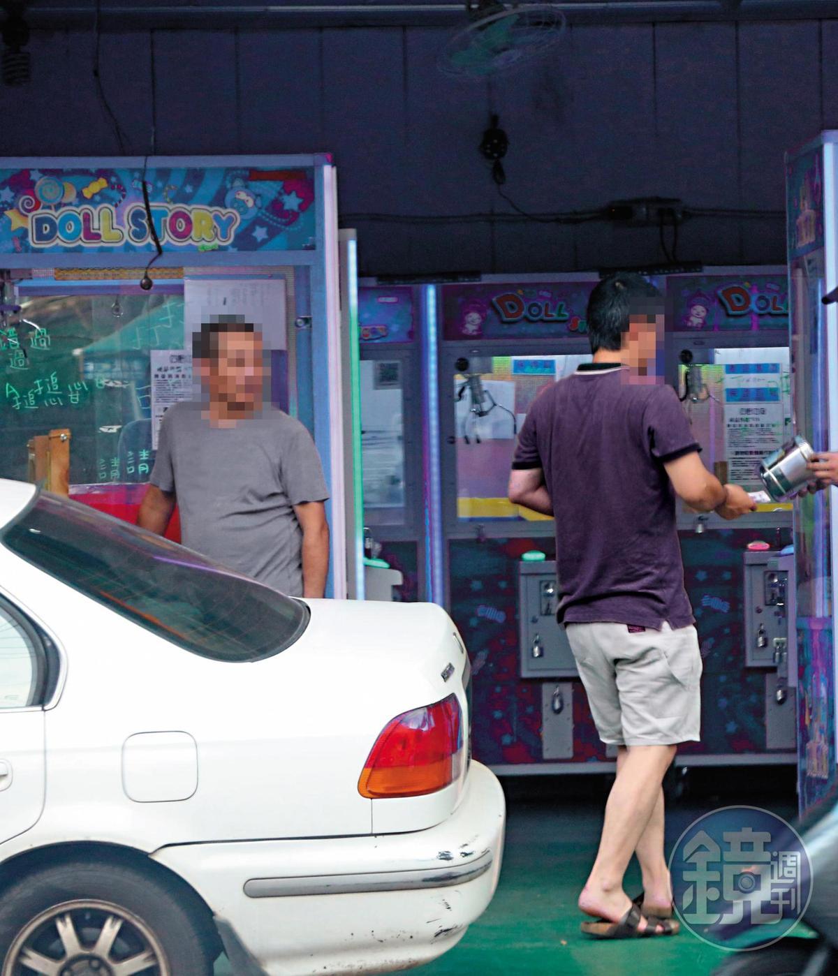 【現金交易】台主會在攀談中暗示他可以現金換回商品。