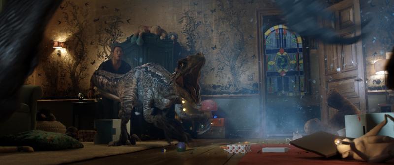 克里斯飾演的歐文與恐龍「小藍」有深厚感情,他一心一意想找到在島上獨自生活的小藍,將牠救出來。(UIP提供)