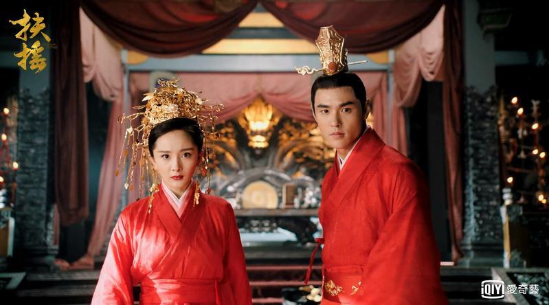 阮經天和楊冪在劇中相識相愛,故事淒美。(愛奇藝台灣站提供)