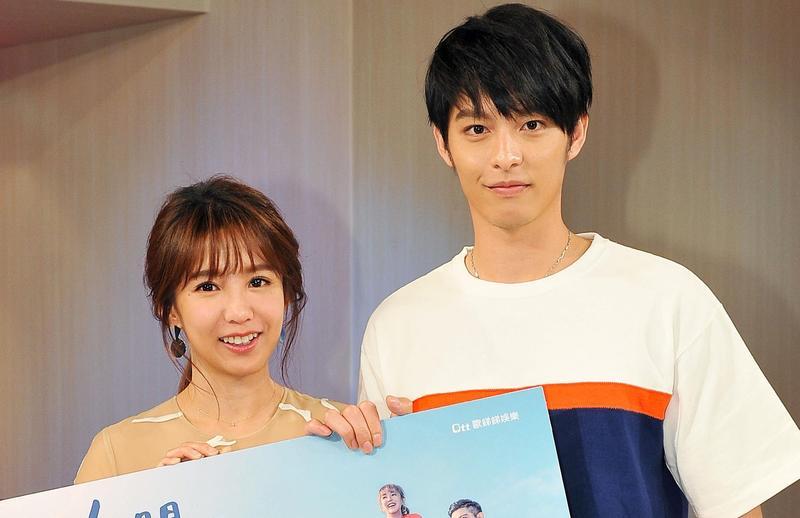 郭書瑤與曹佑寧為宣傳新戲《人際關係事務所》上台視《台灣名人堂》。(台視提供)