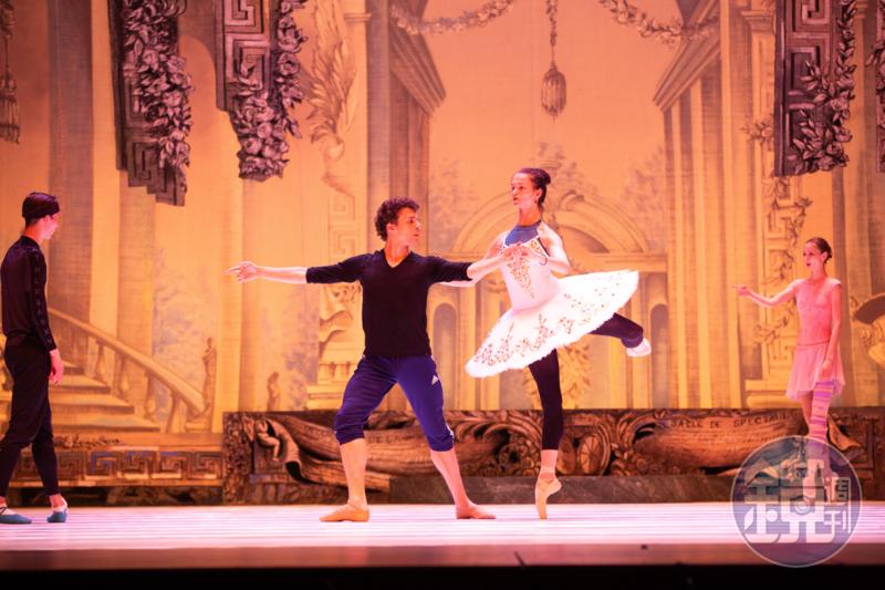 《睡美人》第三幕有公主和王子華麗的雙人舞,由首席舞者安娜塔西亞榭芙倩珂和丹尼斯納達克搭檔。