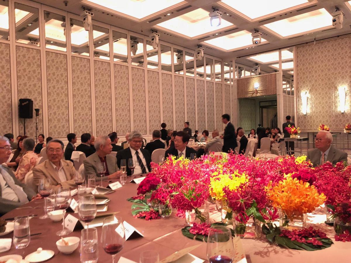 台積電董事長張忠謀受上百科技業老闆之邀,在文華東方酒店舉辦榮退之夜。(讀者提供)