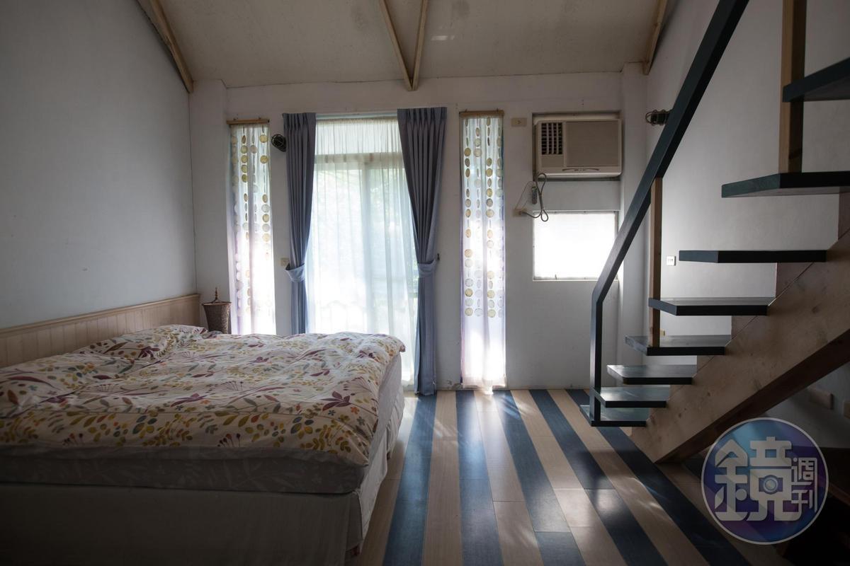 民宿客房風格設計皆由夫妻倆一手包辦,圖為飄浮海洋4人樓中樓房。(假日4800元、平日3840元)