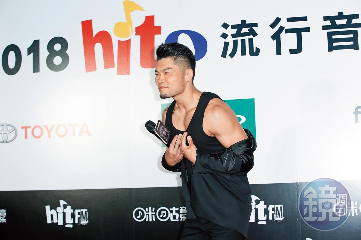 由於李玖哲在hito流行音樂獎頒獎典禮頗有斬獲,他的裸露尺度也相對大了很多。