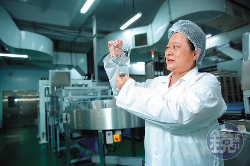 20多年前王玉杯排除眾議,堅持研發無塑化劑的PP輸注液軟袋,也成了台灣首家外銷針劑到日本的藥廠。