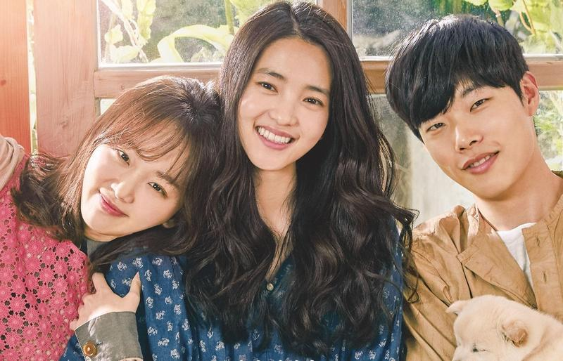 被稱為最療癒的韓片《小森林》,找來柳俊烈(右起)、金泰梨、秦基周共同主演。(車庫娛樂提供)