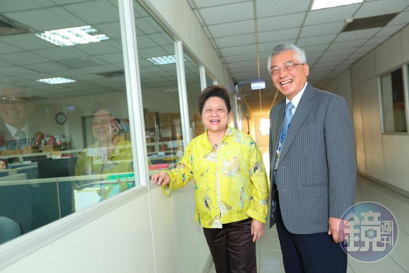 王玉杯(左)與先生陳立賢(右)只相親1次便決定結婚,當時婚事皆由家人決定,兩人也攜手陪伴彼此50年。