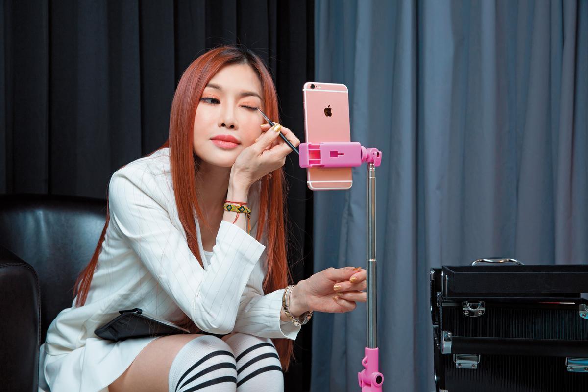 吳玟萱保養得宜,完全看不出來是媽媽。(翻攝臉書)