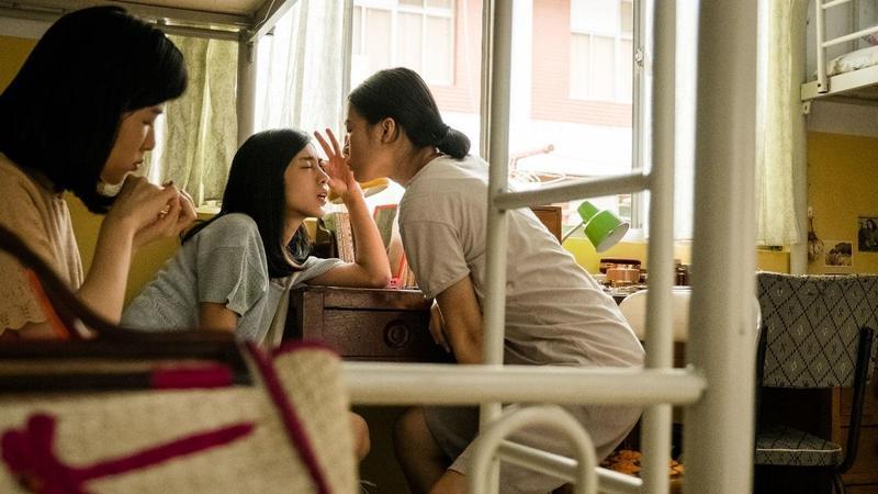 劇中女工宿舍場景,是借用台北空軍總部舊址內荒廢公寓。(公視提供)