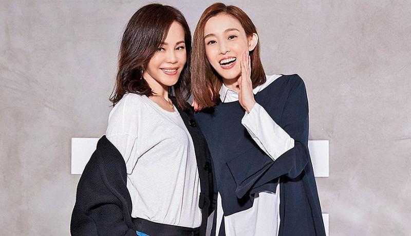 彭佳慧(左)曾與范瑋琪合唱〈我們真的幸福了嗎〉,同樣都生雙胞胎,聊起媽媽經特別有感,如今范瑋琪夫婦感情依舊,彭佳慧卻陷入離婚醜聞。(索尼音樂提供)
