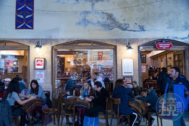 咖啡不只是日常所需的飲料,土耳其人還把喝咖啡當成一種生活文化。