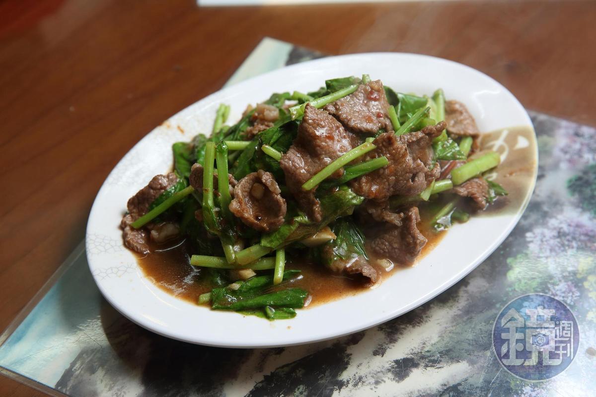 芥蘭羊肉鑊氣十足,配著沙茶香氣,相當下飯。(120元)