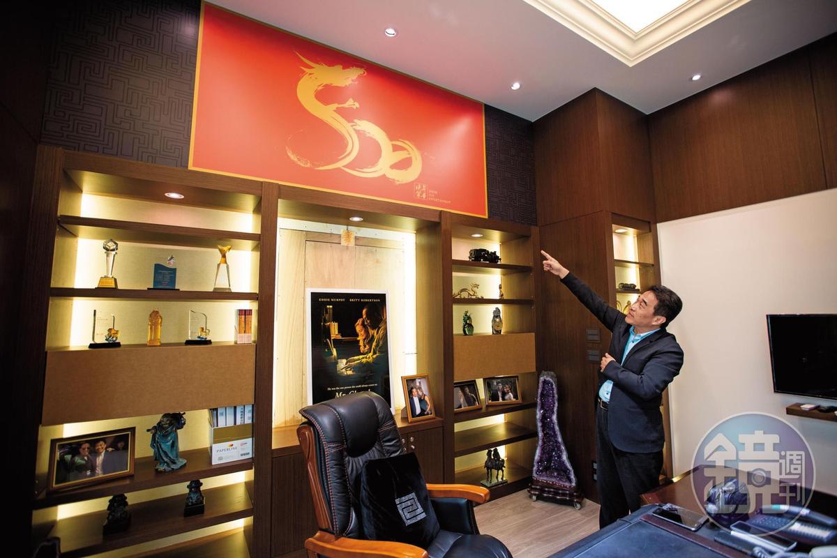 昇華娛樂負責人俞惟中對於創業過程侃侃而談,進軍好萊塢的雄心壯志恐因弊案而受阻。