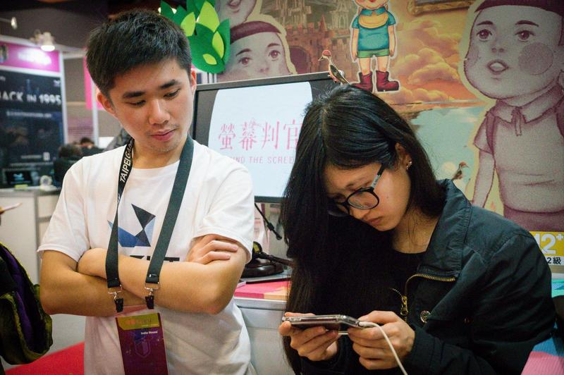 才從兵營中解放的路路克,旋即就前往台北電玩展幫忙解說(圖片來源:18Light提供)