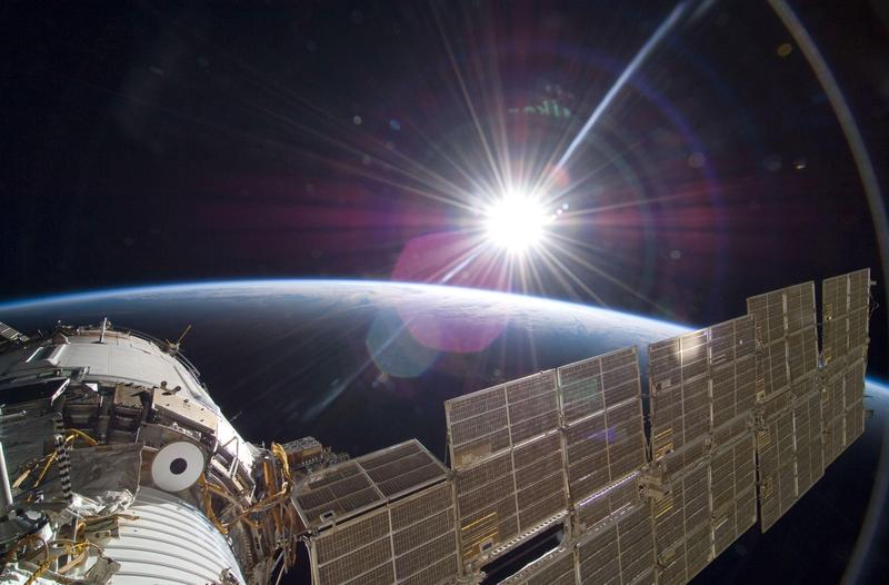 國際太空站上每24小時會經歷16次日出日落。(東方IC)
