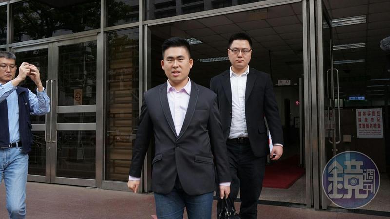 檢方查出,2016年到2017年間,王炳忠或曾姓祕書定期提供薪酬予其他在王炳忠粉絲團留言的網友。