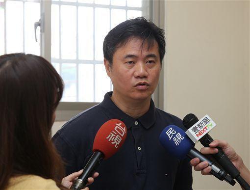 遭爆料拿學生表現斂財,蕭博仁今開記者會說明。(翻攝畫面)