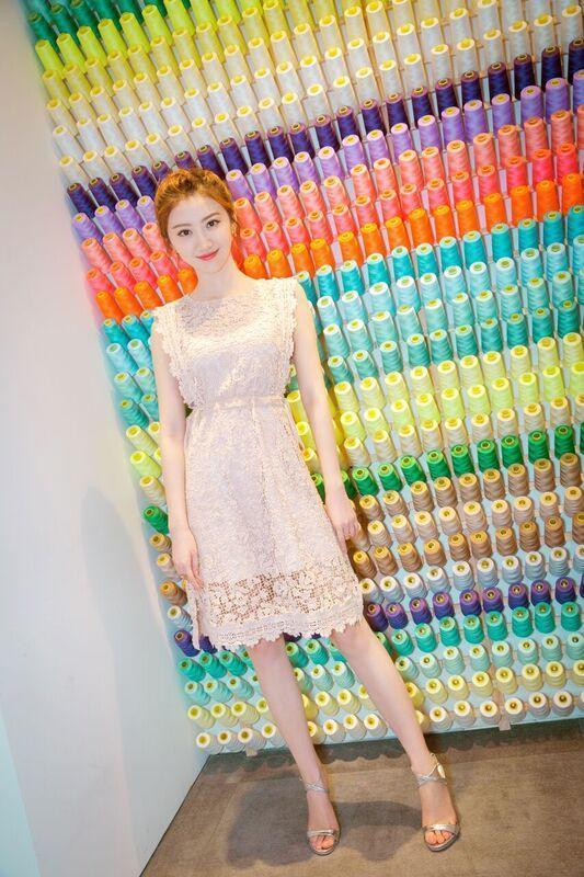 景甜也是G-Heel粉絲,銀色鞋款適合搭配任何服裝。(Giuseppe Zanotti提供)