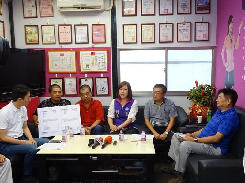 新北市議員劉美芳籲政府妥善照顧職災的市府雇員。(翻攝畫面)