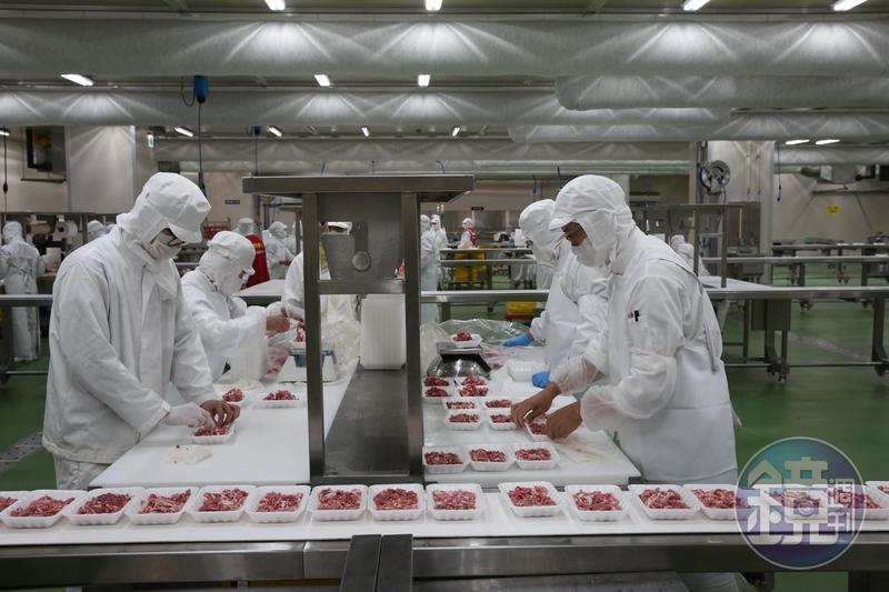 全聯五股生鮮處理中心首次在鏡頭前曝光,由於占地1,800坪,號稱全台最大冰箱。